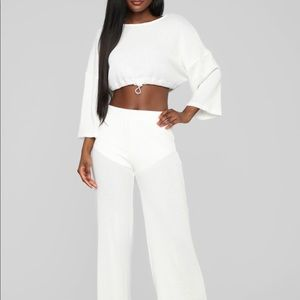 IVORY 2 PIECE LOUNGE SET. CROP TOP NEVK AND PANTS
